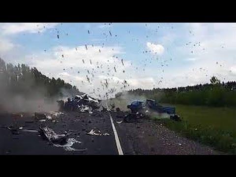 Download Best car crash compilation   Compilation d'accident de voiture n°236   Road rage   авария HD Mp4 3GP Video and MP3