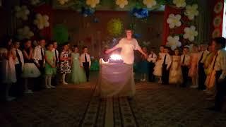 Выпускной из детского сада. 31. Торт со свечками и бусинками.