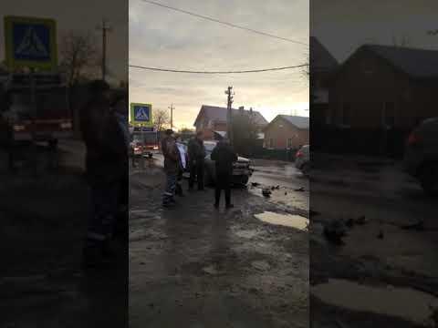 В Батайске из-за ДТП автобус 6А на улице Пионерской попал в «мертвую» пробку + видео