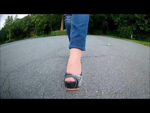 walking in jeans high heel