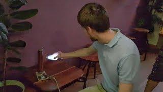 Перегоревшая лампочка горит в руке ☀️ С. Жданов