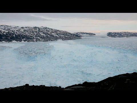 العرب اليوم - شاهد: انهيار قطعة عملاقة من جبل جليدي في غرينلاند