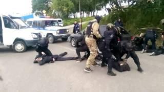 В Петропавловске-Камчатском задержали пятерых парней с оружием и наркотиками
