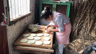 儿媳妇摘一个大南瓜,做了12个馅饼,薄皮大馅,公爹越吃越想吃