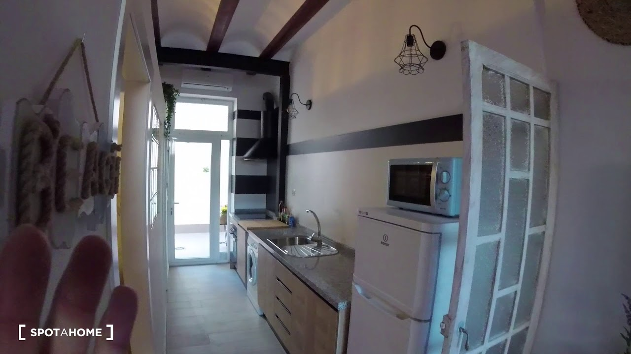 Stylish 1-bedroom apartment with terrace for rent in Poblats Marítims