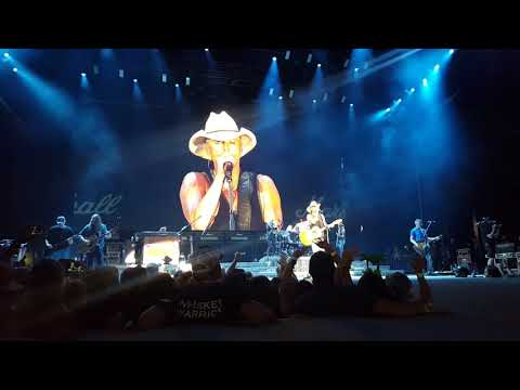 Kenny Chesney Sings Songs For The Saints - Melissa Donnelly