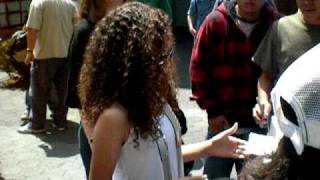 Мэдисон Петтис, Madison Pettis signing photo for her fans at the premier of Shrek 4