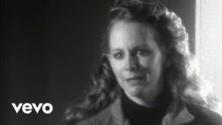 Reba McEntire – The Night The Lights Went Out In Georgia (Official Music Video)