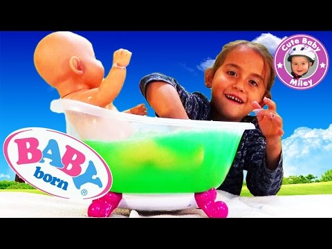 Baby Born Puppe badet in Badewanne mit Glibbi Glibber - Kinderkanal