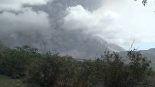preview picture of video 'Volcano Montserrat A partial dome collapse11 Feb 2010'