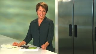 How to prepare an AVOCADO  |  Quick tips for selecting and cutting avocados | Healthy Eating Advice