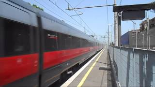 preview picture of video 'FRECCIAROSSA 9517 IN TRANSITO A SETTEBAGNI'