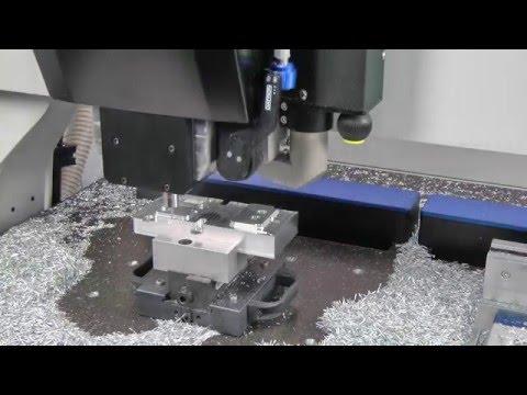 DATRON CNC M8 Cube - Scatola in alluminio di un motore
