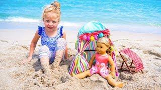 Настя с куклой играет на детской площадке. Мой весёлый день.