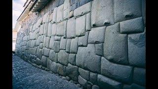 Úžasné polygonálne steny v Peru