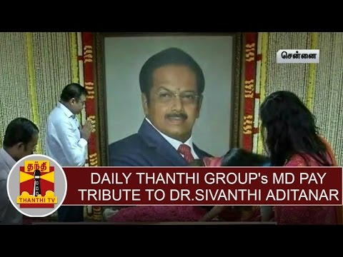 Daily-Thanthi-groups-Managing-Director-pay-floral-tribute-to-Dr-Sivanthi-Aditanar-on-his-birthday