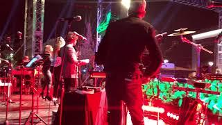 Işın Karaca - Aşktan Ne Haber ( İstanbul Hilltown Avm Konseri)