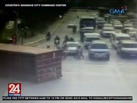 [GMA]  24 Oras: Container, humambalang matapos mahulog mula sa papalikong truck