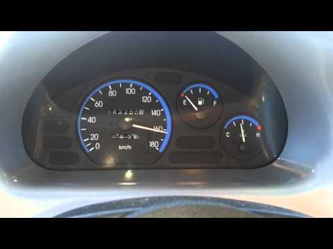 Der Ersatz des Sensors des Benzins auf logane