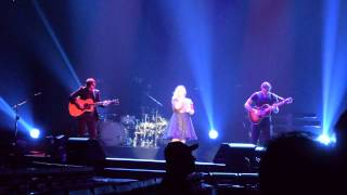 Kelly Clarkson covers Sheryl Crow 'If It Makes You Happy'