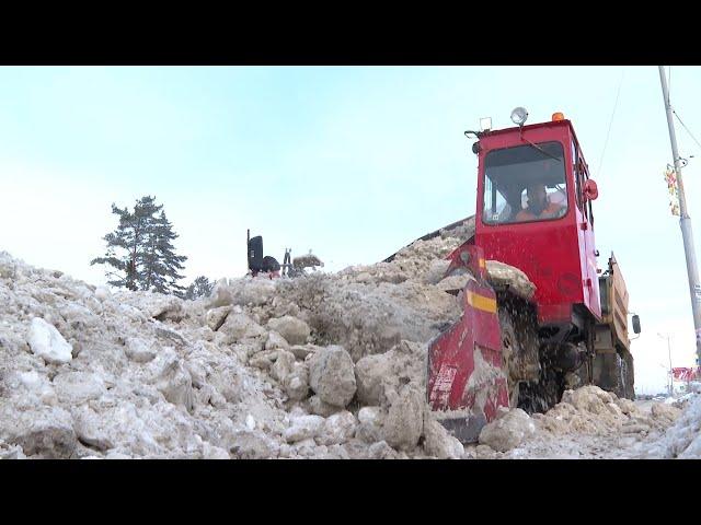 С ангарских дорог ежедневно вывозят до 5 тысяч тонн снега