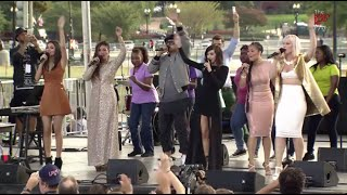 Виктория Джастис, Climate charismatics: Praise and worship team sings 'Love Song to the Earth' at Pope's Capitol rally