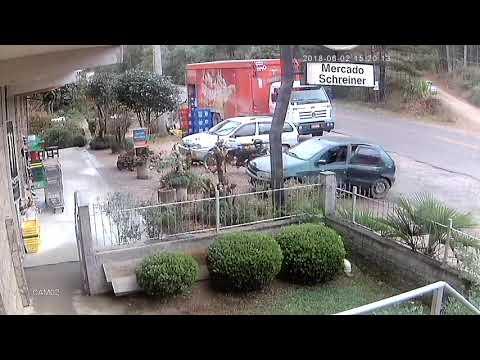 Assaltantes roubam veículo em agudos do sul