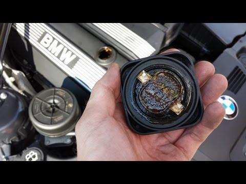 Die Behälter für ass unter das Benzin