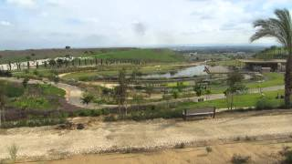 preview picture of video 'חירייה (פארק אריאל שרון - ליד תל אביב) - מתחם ההר הכולל אגם מלאכותי יפה במיוחד במרכזו'