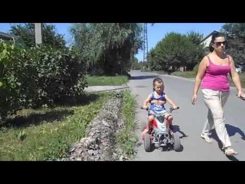 как детский МОШЬНЫЙ электро квадроцикл - ДВУХ детей в Харькове выкатывал 8 августа 15г