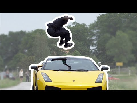 Hopper over Lamborghini i 130 km/t