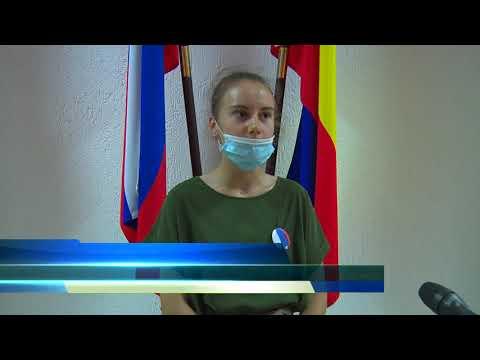 В преддверии Дня России волонтеры раздали ленты