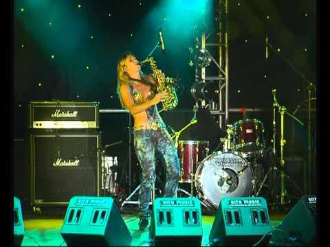 Meet-saxophonist-Viktoriya Saxy