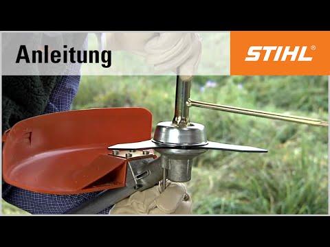 Das STIHL Metall-Schneidwerkzeug Dickichtmesser (250 mm) montieren