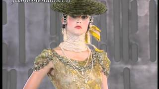 preview picture of video 'JOHN GALLIANO one of the first defilè for Maison DIOR at Versailles Haute Couture 1999 2000'