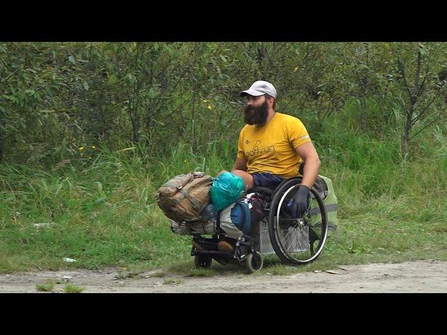 Сибиряк проехал 1,5 тысячи километров на инвалидном кресле