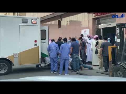 فريق الطوارىء ينقل مريض وزنه 300 كيلو إلى مستشفى بالرياض