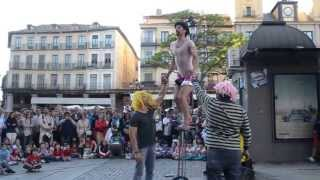 preview picture of video 'Titirimundi 2013 en Segovia. Actuaciones de calle 11/5/2013 (2)'