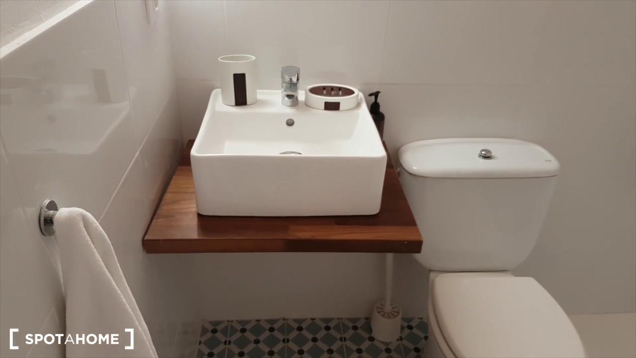 Pet-friendly one bedroom flat for rent near Ciutadella Park in El Born