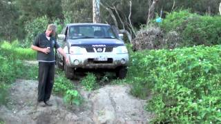 preview picture of video 'toyota hilux vs nissan navara'