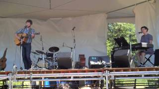 """Dan Mangan and Veda Hille - """"The Indie Queens Are Waiting"""" - Live at VFMF 2009 (HD)"""