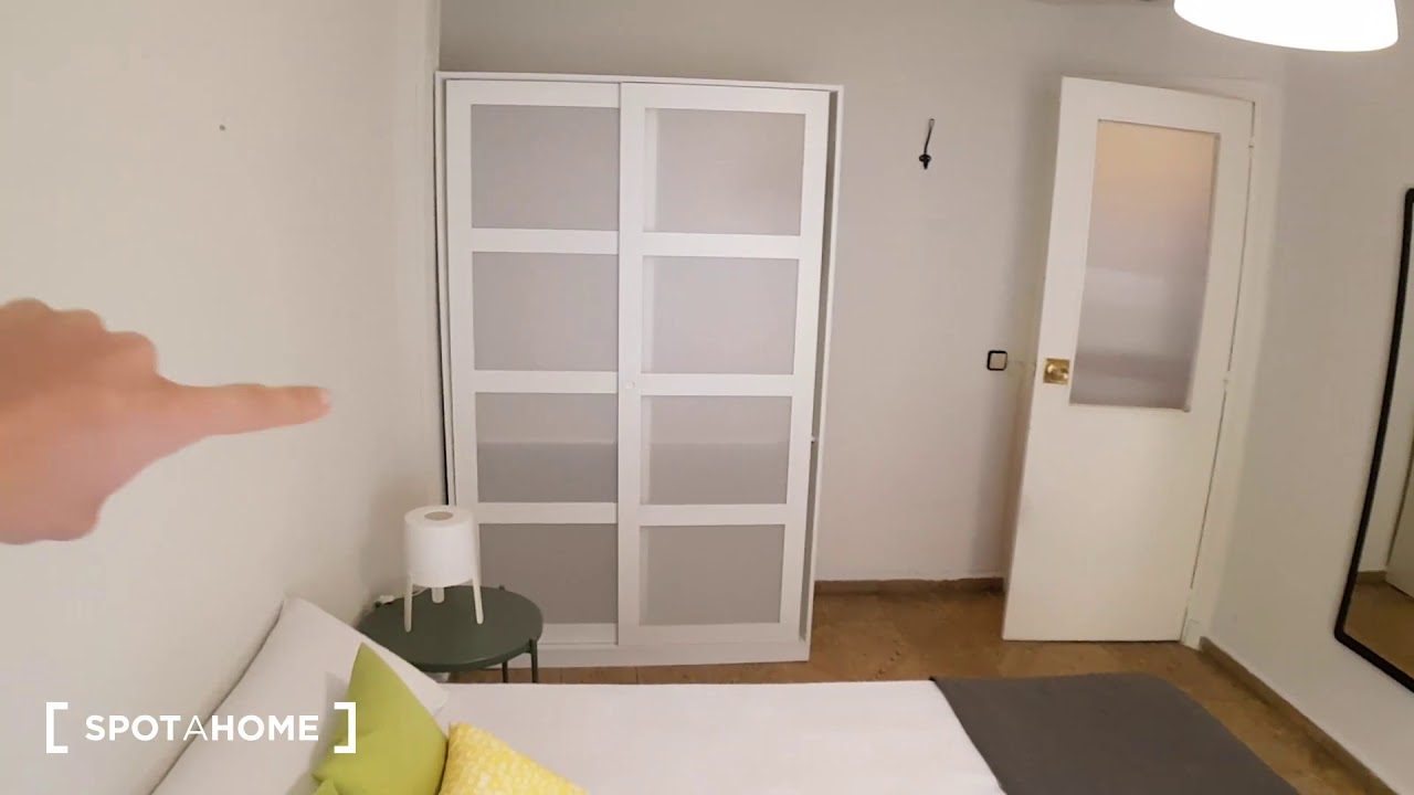 Double Bed in Rooms for rent in 4-bedroom apartment in Ciudad Lineal