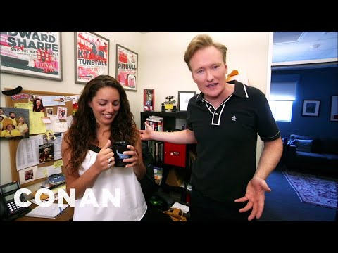 "Conan Hunts Down His Assistant's Stolen ""Gigolos"" Mug (видео)"