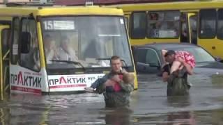 Рятувальники ліквідовують наслідки негоди