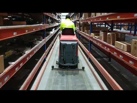 Warehouse Machine Cleaning – Narrow Aisle