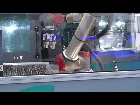 Roboterzelle + Tieflochbohrmaschine