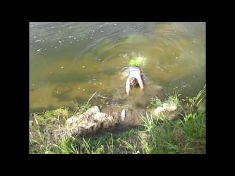 Ловля раков в речке