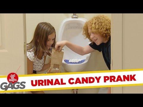 ממתקים משירותי הגברים - מתיחה מצחיקה