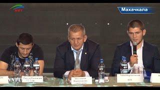 Бойцы UFC дали пресс-конференцию в кинотеатре Россия