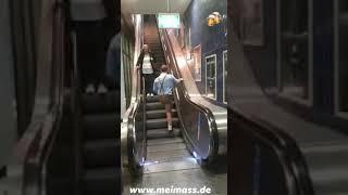 Betrunkenr wiesn Gast auf der Rolltreppe 🤣